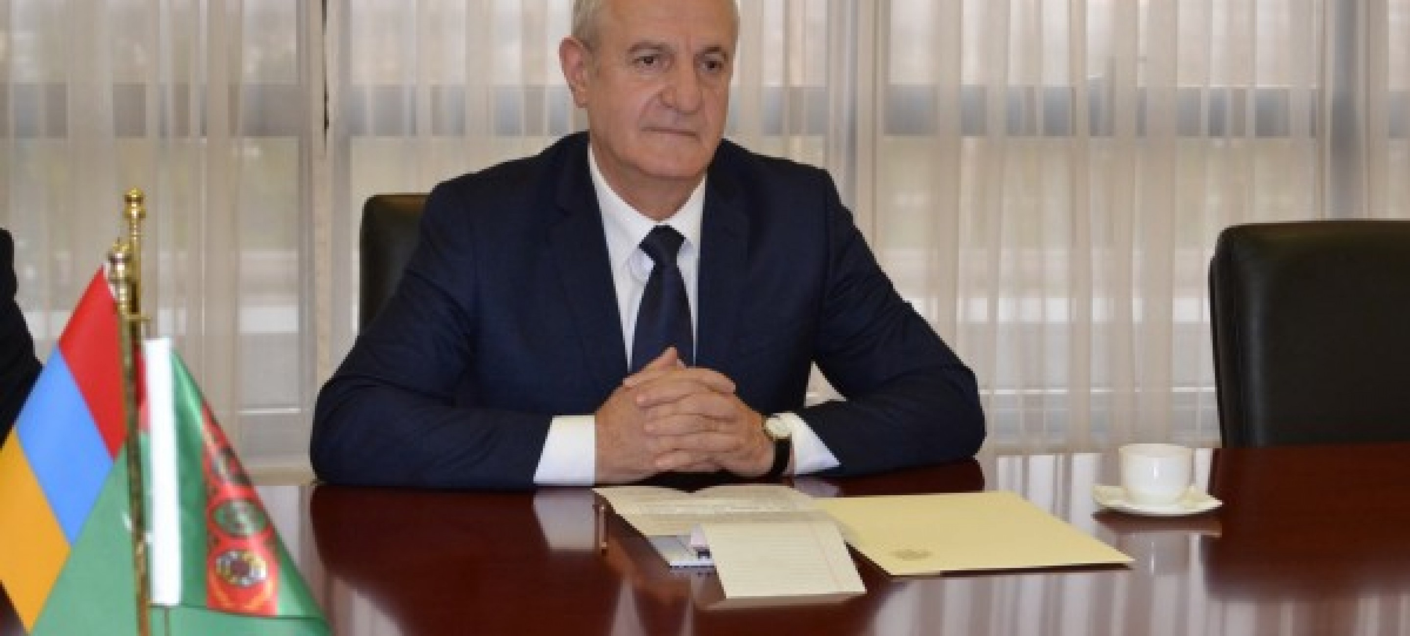 AMBASSADOR OF THE REPUBLIC OF ARMENIA PRESENTED COPIES OF HIS CREDENTIALS